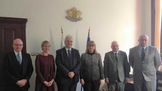Цецка Цачева проведе среща на високо равнище с представители на Комитета против изтезанията