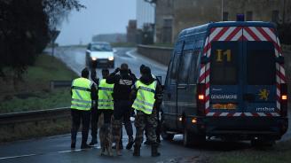 Във Франция спипаха управляван от българин микробус с 15 нелегални мигранти