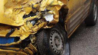 Кола падна в дере във Варненско, загина жена