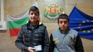 Младежи намериха портфейл с пари и го предадоха на полицията