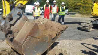 Жалба пред КЗК блокира обществената поръчка за изграждането на участък от пътя Мездра - Ботевград