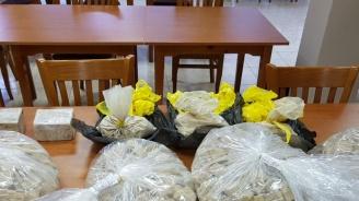 Спецакция в Хасково и Благоевград: Спипаха десетки килограми хероин и амфетамини (снимки)