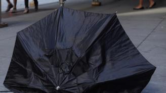 Силният вятър в Сливен предизвика щети
