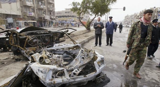 Най-малко четирима души бяха убити при нападение с кола бомба
