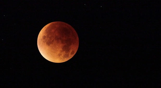 Пълно лунно затъмнение ще може да бъде наблюдавано от Северна