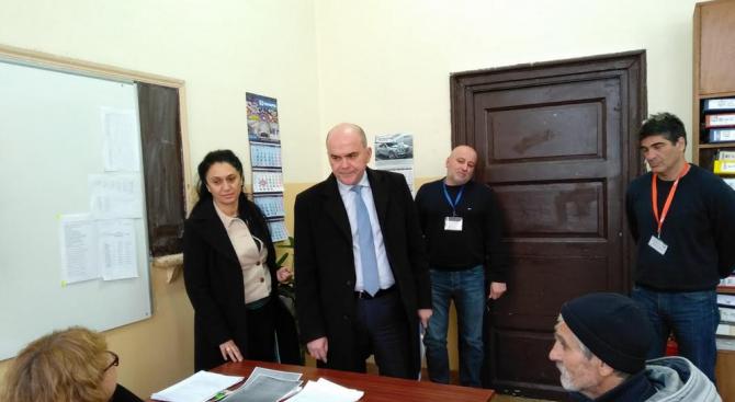 Бисер Петков обсъди с ръководството на ДСП–Оборище оптимизирането на работата за издаване на винетки за хора с увреждания