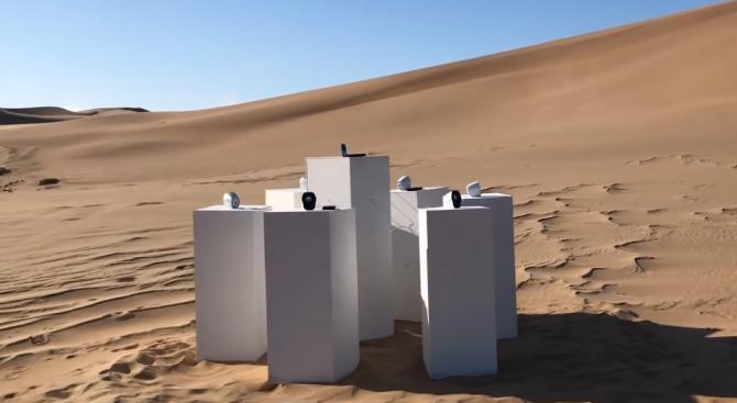 Снимка: Инсталация свири в пустинята без прекъсване хит на групата