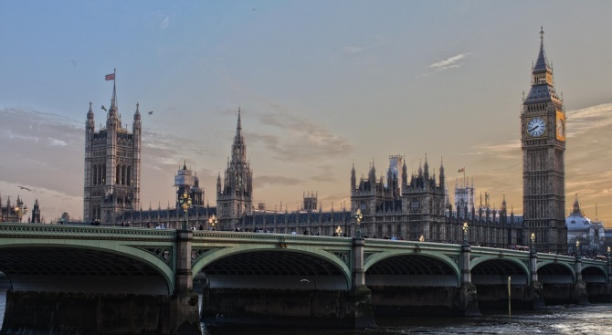 Лидерът на британските лейбъристи Джереми Корбин откри дебатите по внесения