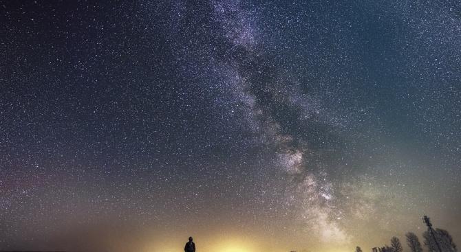 Снимка: Отваря се врата между земята и небето