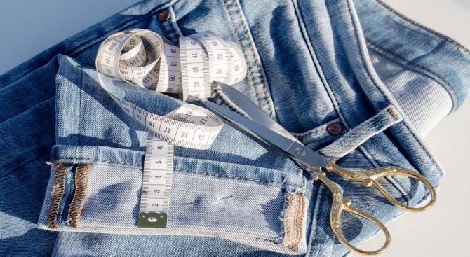 Снимка: Асиметричните дънки стават хит в интернет