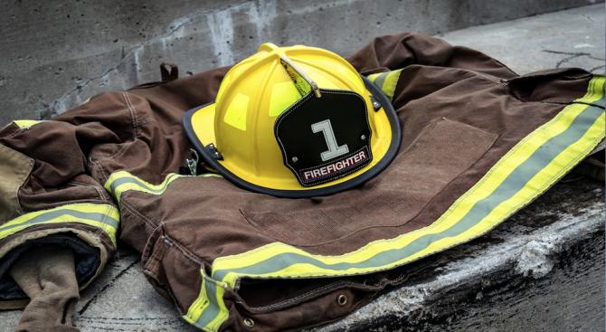 Снимка: Парагвайски пожарникари се разсъблякоха за календар, за да събират средства за професията си