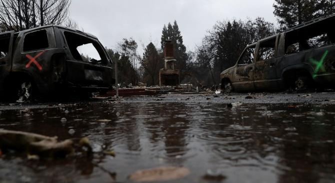 Петима души загинаха при бури, донесли дъжд и сняг в Калифорния