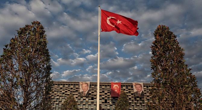 Изгонихме журналистика-терористка, каза представител на администрацията на турския президент Реджеп