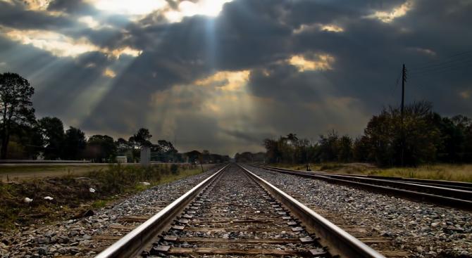 Мигранти спряха влак в Босна и Херцеговина и ограбиха пътниците