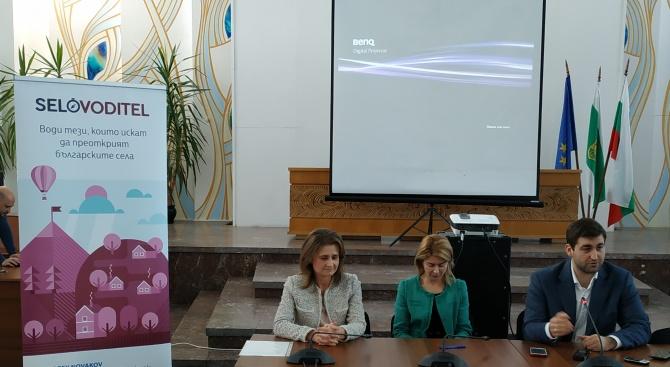 Снимка: Андрей Новаков представи интернет платформата Selovoditel в Габрово и Севлиево