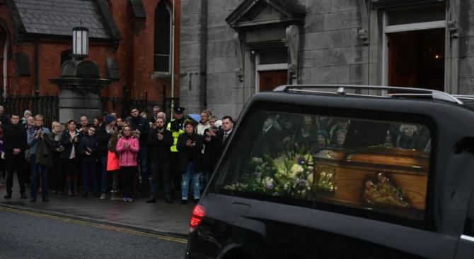 """В центъра на Гданск, в катедралата """"Дева Мария"""", започна погребението"""