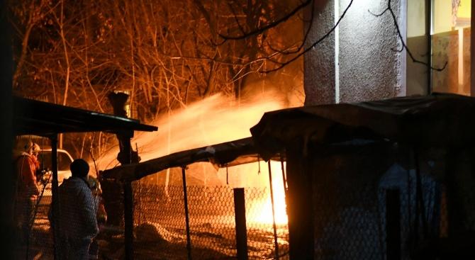 Двама мъже загинаха при пожари в София и Русе. Огън