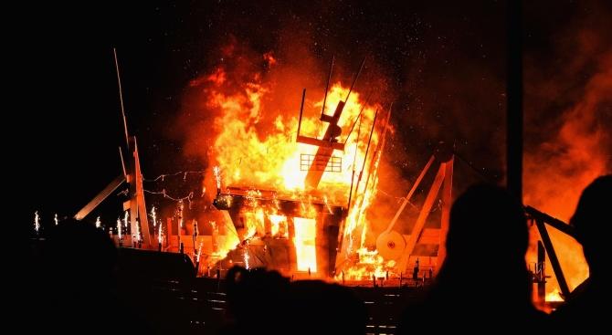 Двама загинали и 25 пострадали при пожар в Куршевел