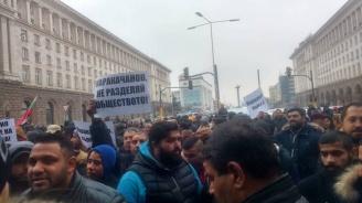 Роми срещу Каракачанов: Потъпкахте каузата на Васил Левски! (снимки+видео)