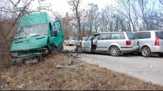 Верижна катастрофа на пътя между селата Александрово и Константиново (снимки)