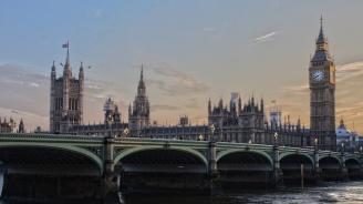Започнаха дебатите по вота на недоверие в британския парламент