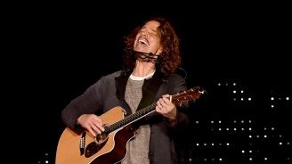 Звезди пяха песните на Крис Корнел в негова памет