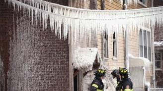Сняг и леден дъжд сковаха големи части от САЩ и Канада