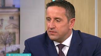 Анализатор: Прави чест на Борисов, че откровено изнася проблемите