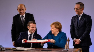 Меркели Макрон подписахафренско-германски договорза приятелство(видео+снимки)