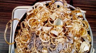 Закопчаха израелци в Япония заради незаконен внос на четири тона злато