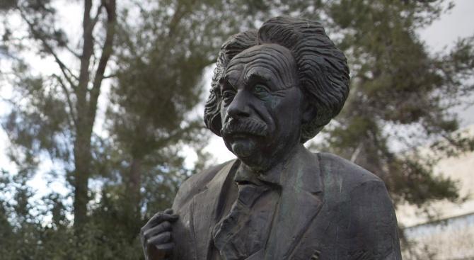 """В. """"Таймс"""": С максимата си за безумието Алберт Айнщайн навярно е имал предвид Тереза Мей и торите"""