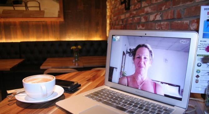 По Скайп: Самотни жени стават жертва на измамници