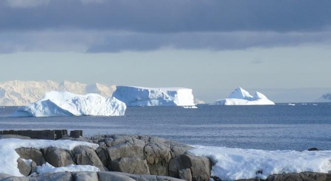 Крилът от Антарктика се измества на юг