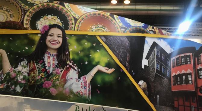 Министърът на туризма Николина Ангелкова откри българския щанд на световното
