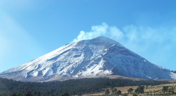 Вулканът Попокатепетъл, намиращ се до столицата на Мексико изригна. Той
