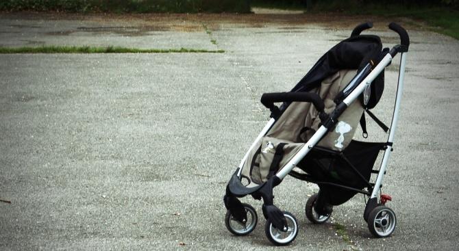 Кражба на детска количка от входа на жилищен блок в