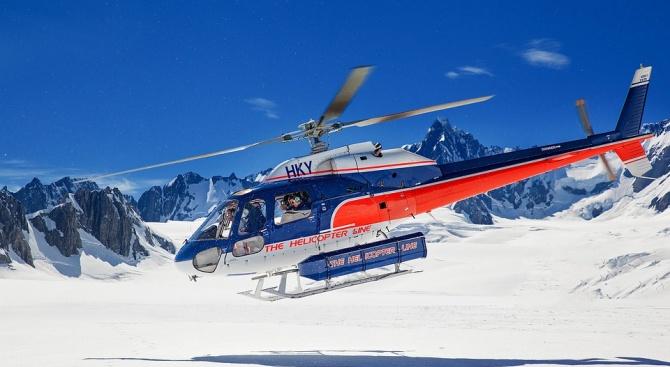 Туристически самолет и хеликоптер се сблъскаха в Алпите, има загинали