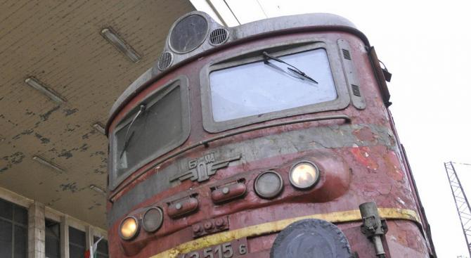 Два вагона от товарен влак са дерайлирали в Сливенско