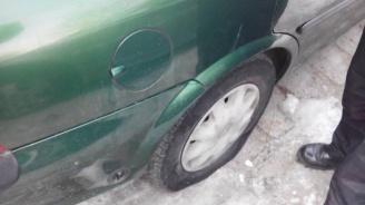 Деца нарязаха гумите на близо 30 коли в пазарджишко село