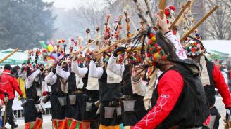 """Фестивалът """"Сурва"""" събра рекорден брой участници"""