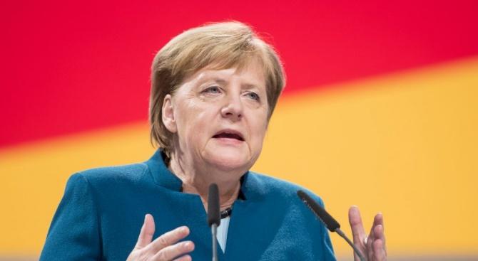 Меркел смята, че политиката на Иран е заплаха за Израел