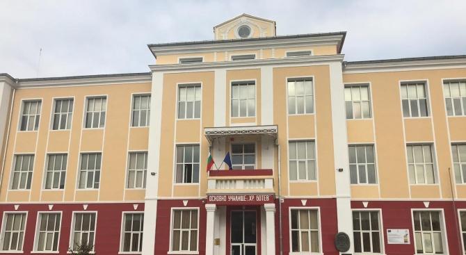 Красимир Вълчев и Кирил Ананиев откриха обновено училище в Търговище