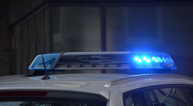 Закопчаха мъж, прегазил крака на полицай