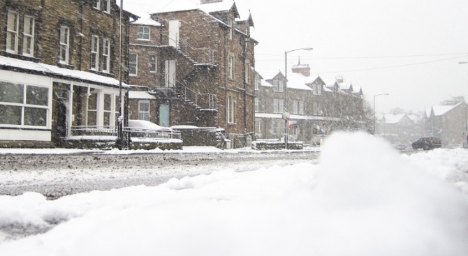 Снежна буря остави без ток около 41 000 домакинства във Франция