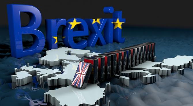 Британското правителство обмисля постоянен митнически съюз с ЕС
