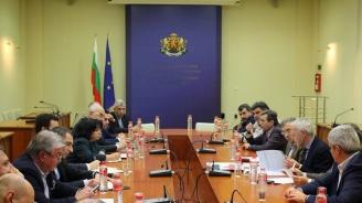 Теменужка Петкова, представители на работодателски и синдикални организации дискутираха стабилизирането на енергийния пазар