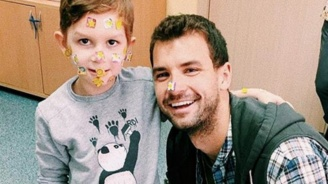 Григор Димитров посети деца в Перник (снимки)