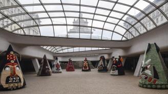 Гигантски кукерски маски гостуват на столичното Ларго (снимки)