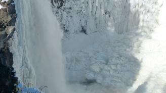 Най-високият водопад в Рила замръзна