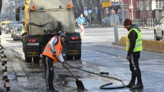 Продължава миенето на столичните улици и булеварди